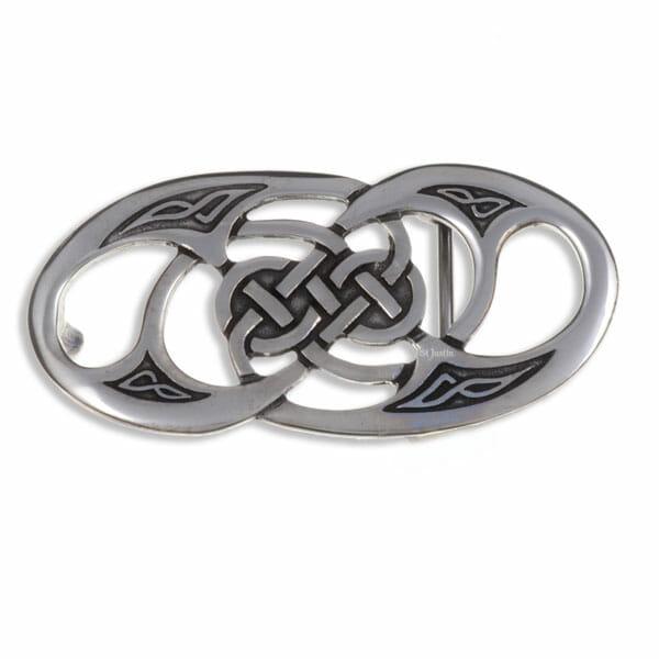 Twisted loop buckle