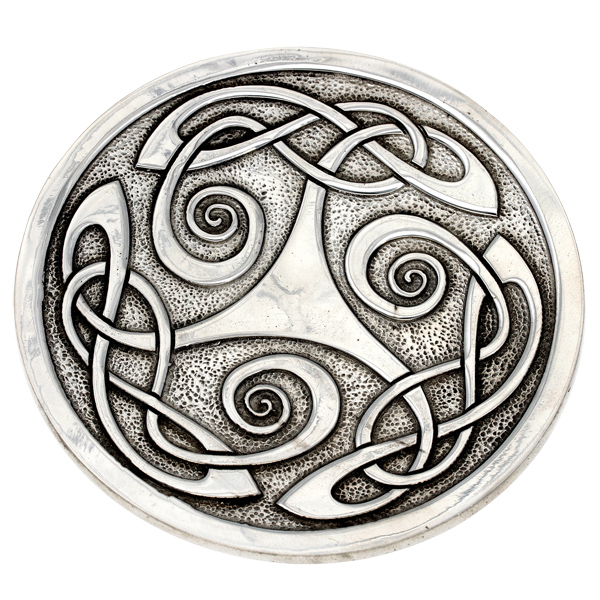 Celtic knot round dish